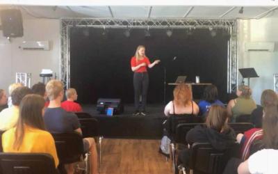 Engasjerende ungdom på sommerleir! – Julie Ræstad Owe